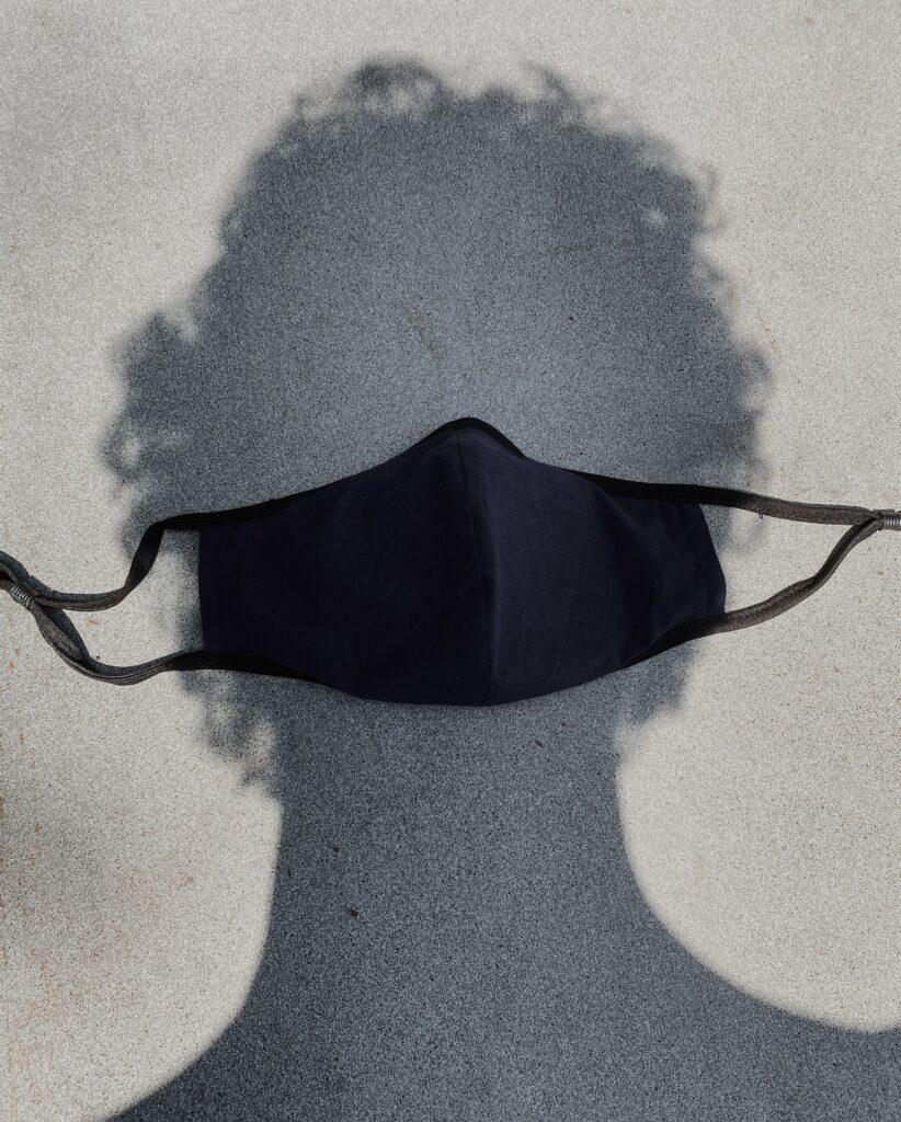 影にマスク