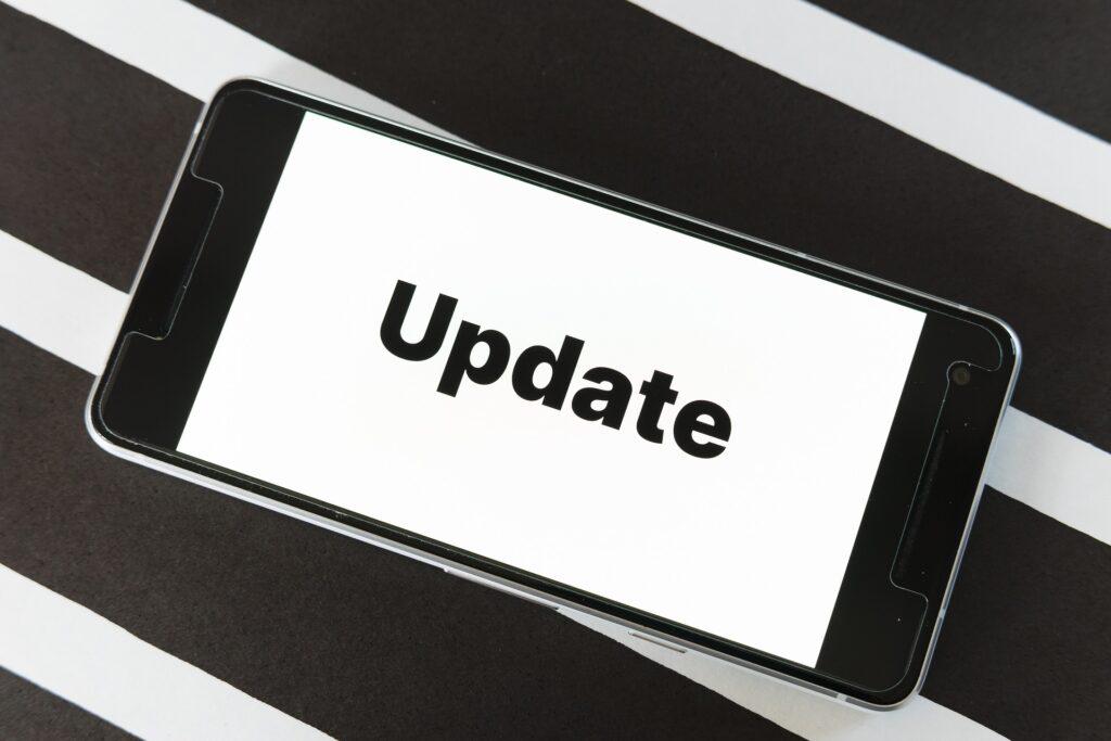 updateと表示されているスマホ