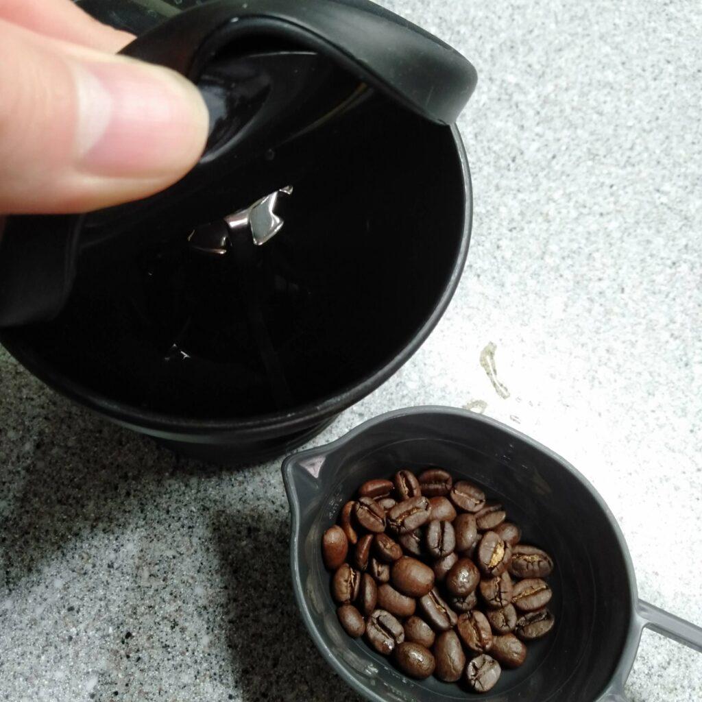 ミルとコーヒー豆
