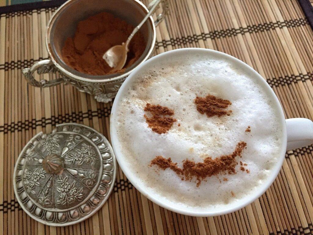 顔のコーヒー