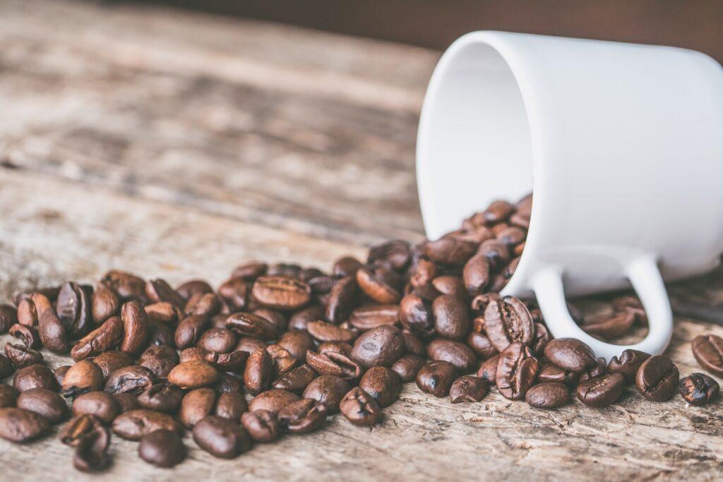 コーヒーがこぼれる