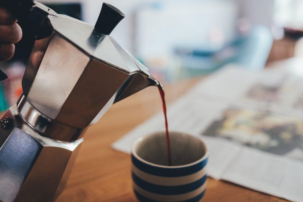マキネッタからコーヒーを淹れる