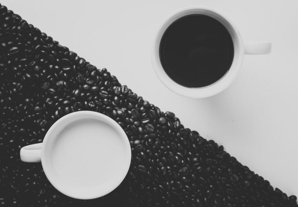 黒と白のコーヒー