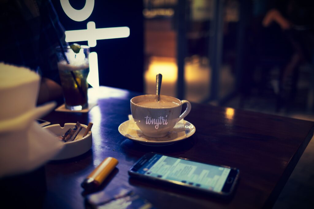 夜のカフェラテ